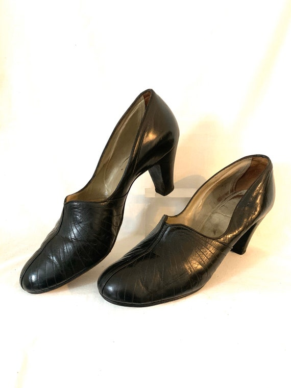 Early 40's leather pump