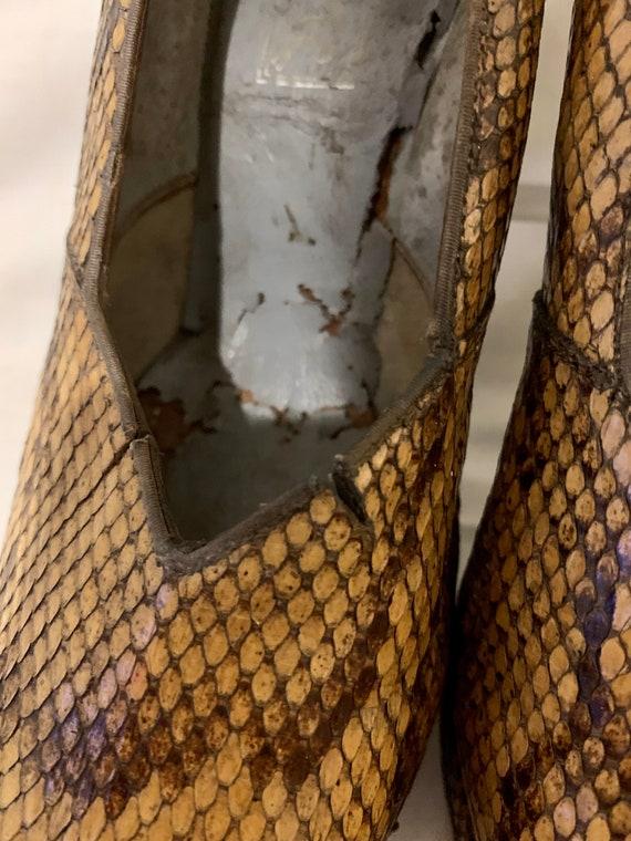 1940s snakeskin pumps - image 4