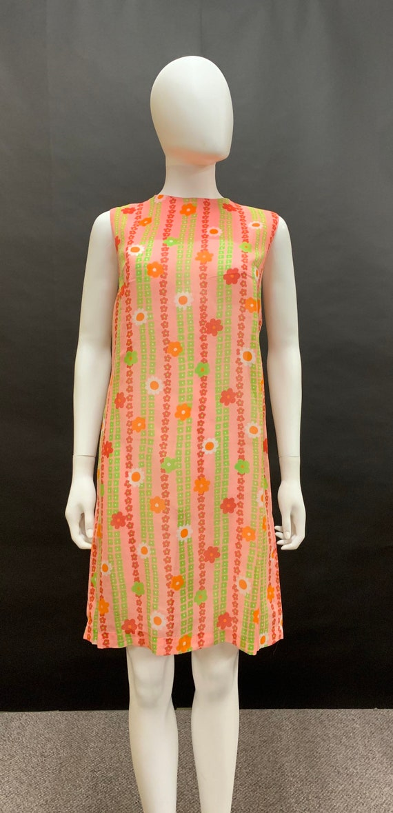 Cute volup 60's dress