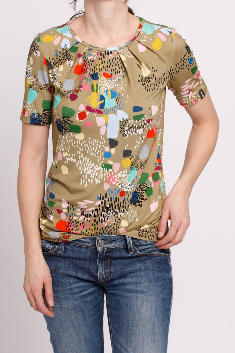 Shirt with 50s pattern and wrinkles Vampire Vintage wide T-shirt in mod style