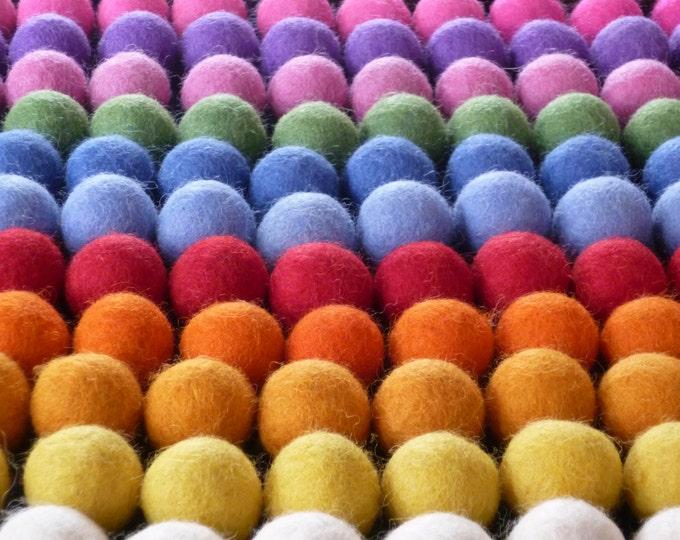 Color mixed felt balls