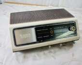 Zenith Radio solid state am fm woodgrain and white case model no f- 420 works seventies