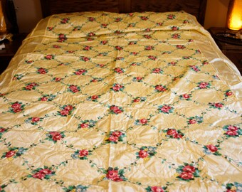yellow taffeta bedspread cottage chic with floral lattice design semi fitted gold metallic thread size full