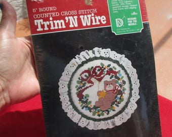 Retro Trim N Wire Bear In Wreath Counted Cross Stitch Kit