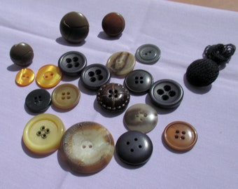 Lot Of Vintage Assorted Plastic Leather Fabric Buttons