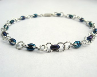 Chain bracelet with bead accents