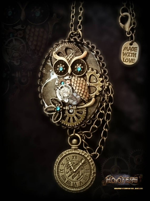 """Steampunk Hooters special edition """"Owlfie"""" Owl necklace"""