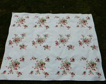 Wilendur 68 x 48 Red and Pink Roses with Green on White Tablecloth