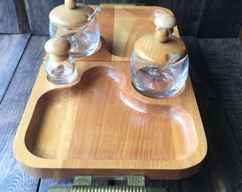 Expandable wooden serving caddy