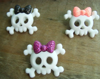 Halloween Themed Skull and Crossbones Necklace