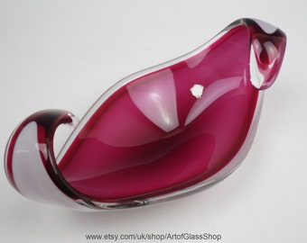 Vintage Flygsfors 'Coquille' pink & white glass bowl by Paul Kedelv