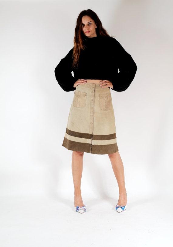 6dd3a58c35947 des années 70 jupe en daim   bouton jupe   une ligne jupe     Etsy