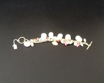 Beautiful vintage sea shell charm bracelet with toggle clasp