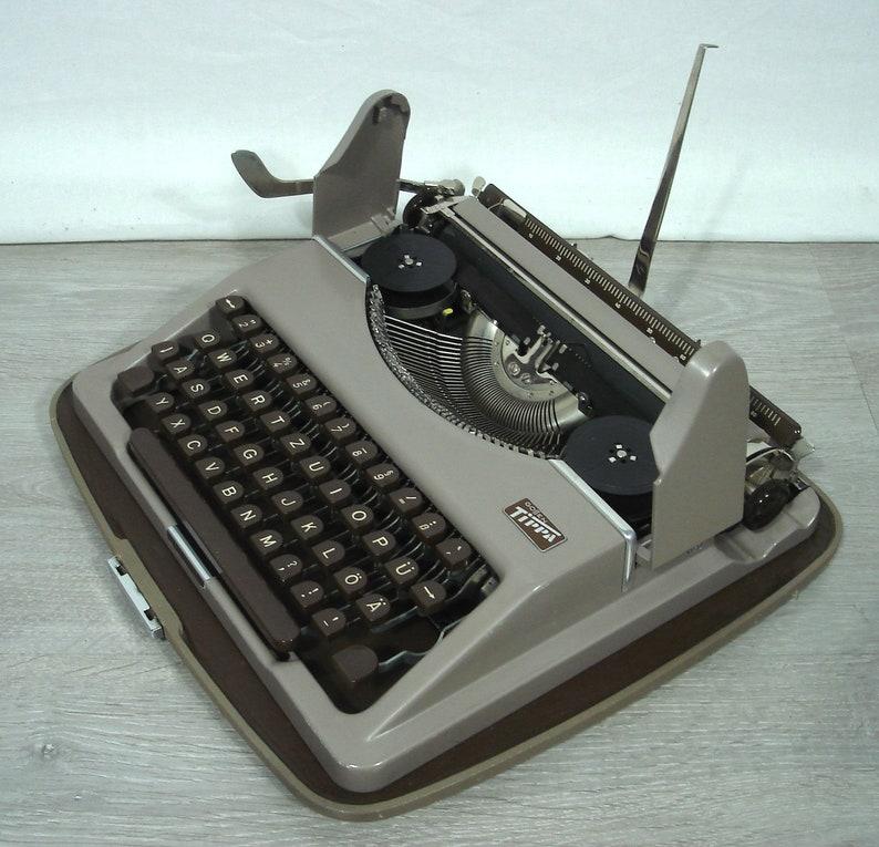 1954 Gossen Tippa B Typewriter called Pilot portable braun+taupe top working condition in case Germany