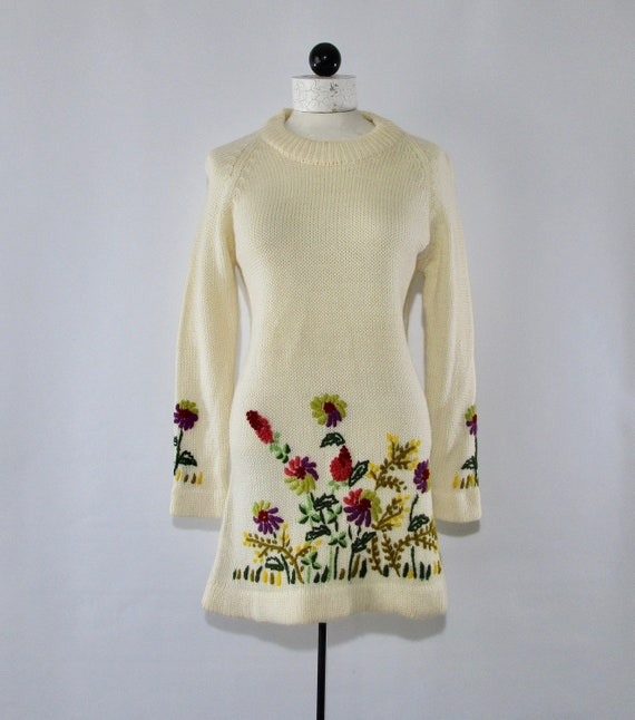 Long Ivory Floral Embroidered Sleeved Sweater Size