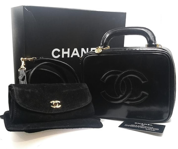 f74ec9da1dec Chanel Black Patent Leather Cosmetic Make up Case Shoulder Bag