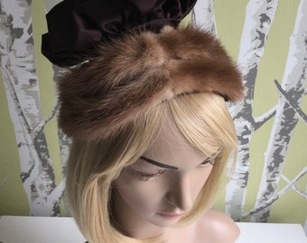 by Nadelle Montreal 1960/'s Flapper Style Cloche Beige with Black