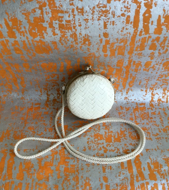 Vintage Italian Purse White Woven Wicker Clam Shel
