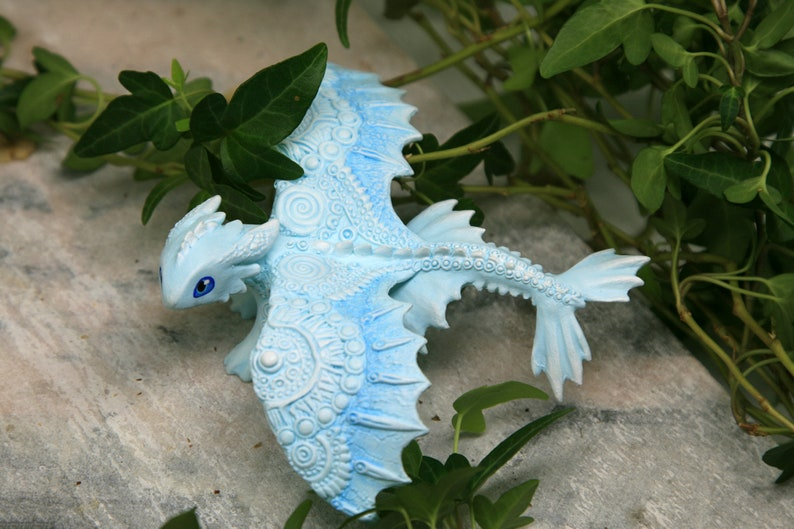 Toothless Light Fury White Figurine HTTYD Sculpture How To image 0