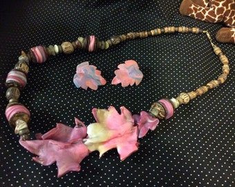 Burst of color leaves ,necklace and earrings