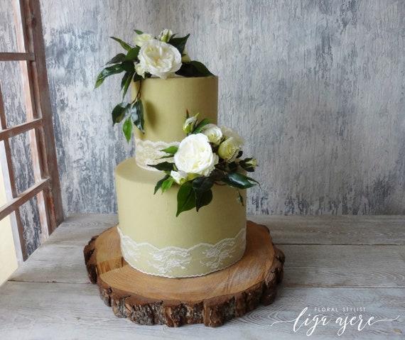 Gateau Blanc Fleurs Classique Gateau Mariage Anniversaire Roses Choux Roses Feuilles