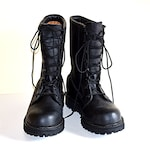 Men's Military Issued Size 8 M Boots Cold Weather Military Combat Boots Water Resistant Boots Insulated Boots Full Grain Leather Excellent