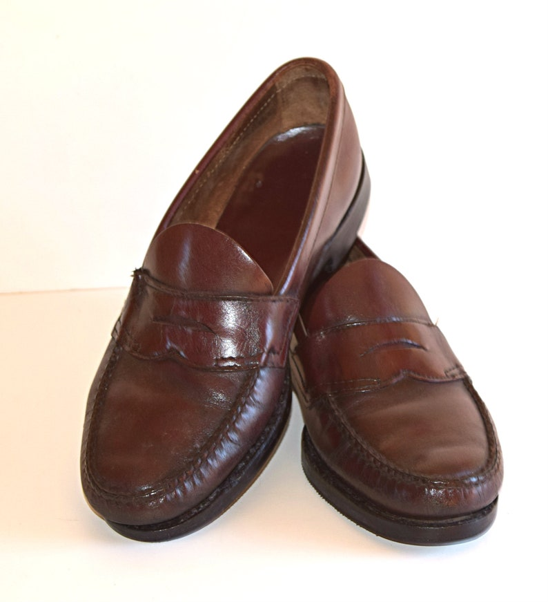 3e9f9c1a993 Vintage Size 8 M Weejuns Loafers Men s Penny Loafers