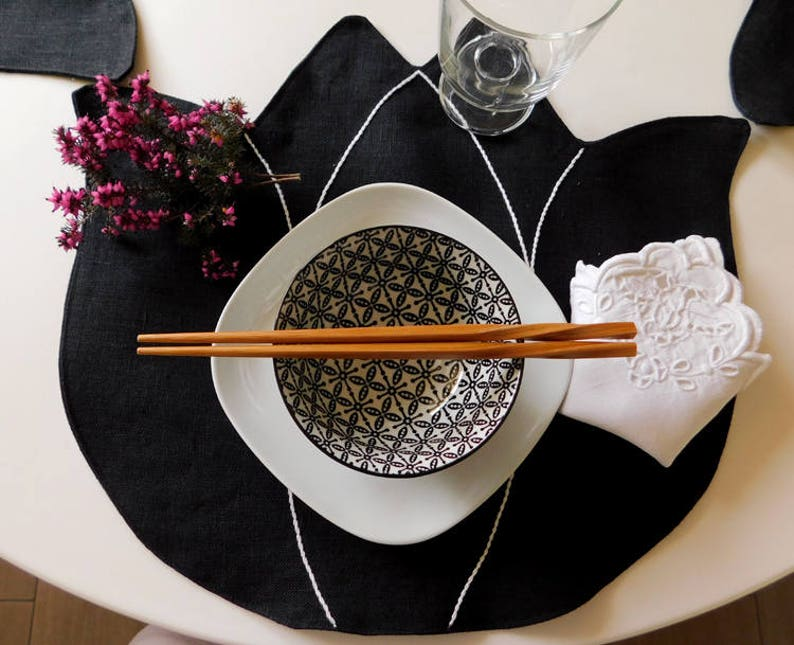 Linen placemats  handmade  tulip image 0