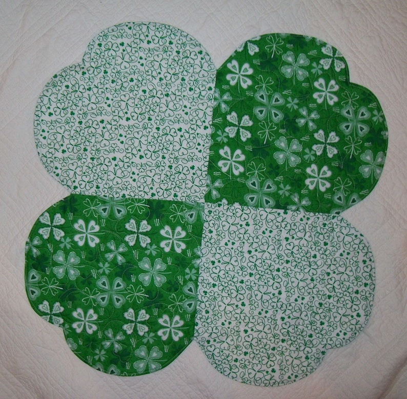 Patrick/'s Day table topper four leaf clover reversible spring table topper St shamrock round quilted table topper green white