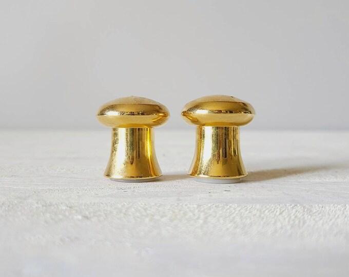 Vintage brass mushroom salt and pepper shakers | kitschy kitchen decor | mushroom shape | retro kitchen |