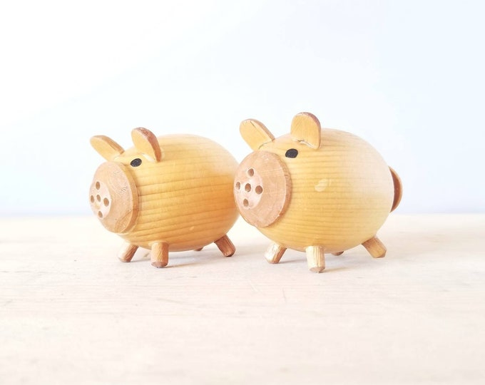 Vintage wood pig salt and pepper shakers | pig lover gift |