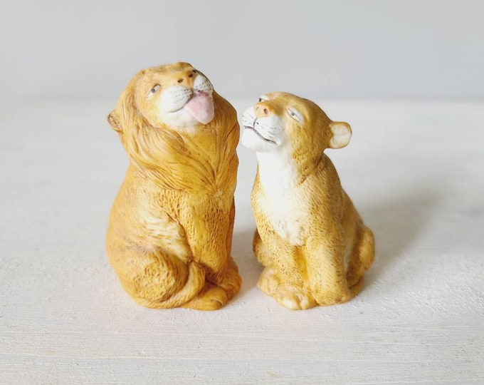 Vintage lion salt and pepper shakers | eighties jungle theme salt and pepper | kitschy fun decor |