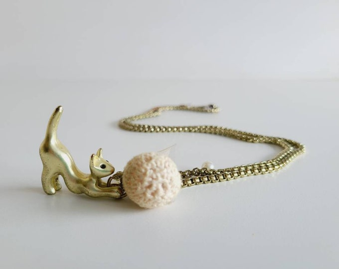 Vintage cat chasing yarn ball pendant necklace   jewelry   jewellery   vintage accessory   vintage accessories   costume jewelry  