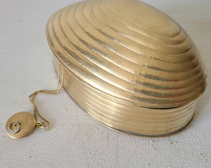 Vintage brass clam shell trinket box | large shell jewelry box | jewellery storage |