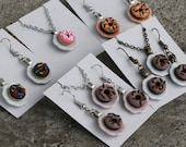 Mini donuts on plates - Necklaces, Earrings - Hand-sculpted - Chocolate, rainbow sprinkle, halloween, pink