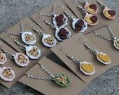 Tiny cookies on plates - Necklaces, Earrings - Hand-sculpted - Chocolate chip, Chocolate, Vanilla