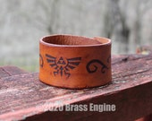 "Triforce 1.5"" Leather Cuff - Multiple Sizes Adjustable Snap - Color Choice - Legend of Zelda Link"