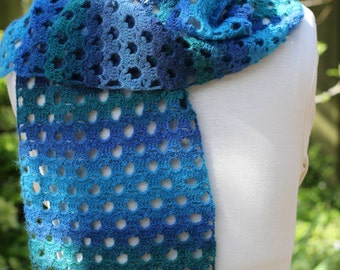 Crocheted short scarf that measures 52 inch...  Invicta Colour: 75% Superwash Wool 25 Polyamide