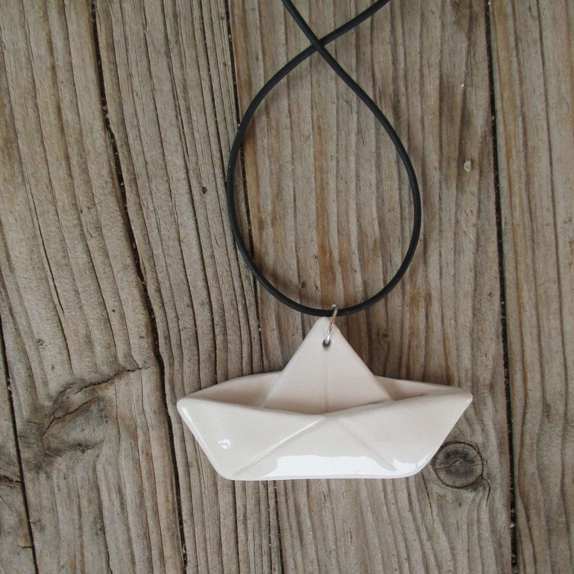 en c ramique voilier origami blanc pendentif bateau. Black Bedroom Furniture Sets. Home Design Ideas