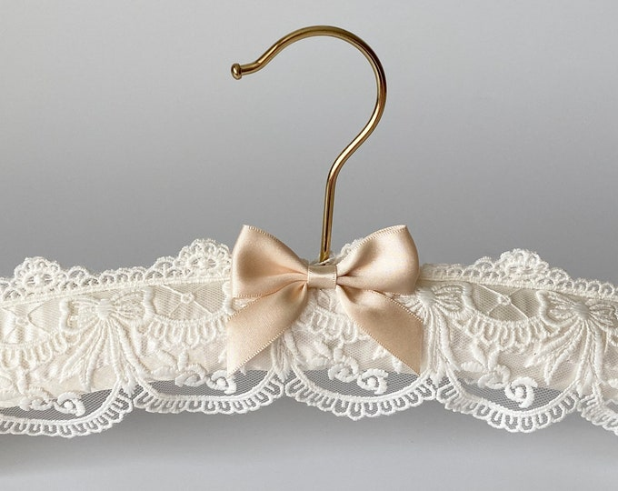 Wedding Dress Hanger. Bridal Hanger. Wedding Hangers. Personalized Hangers.Lace Wedding Hanger.Wedding Hanger Names. Gift Bride to be Hanger