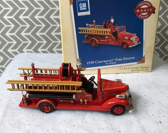 cabcf6ecb2627 Hallmark Keepsake Christmas Ornament 1938 Chevrolet Fire Engine Truck