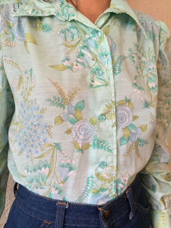 1960s Boho Floral Blouse with Bishop Sleeves / Tu… - image 3
