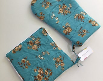 Vintage-look Floral Oven Mitt and Potholder Set
