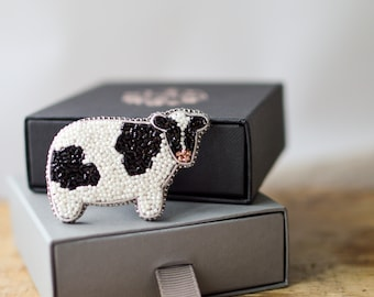 Beaded Cow Brooch, Milky Cow Farmhouse Gift, Embroidery Cottagecore Jewelry