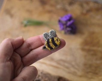 Small Bee Beaded Brooch, Bee Pin, Embroidery Bumblebee Gift for Gardner or Nature Lover, Goldwork Jewelry