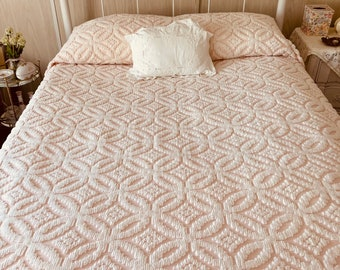 Vintage Chenille Bedspread FULL/Pink and White Chenille Bedspread/Fringed Chenille Bedspread/Hoffman Chenille