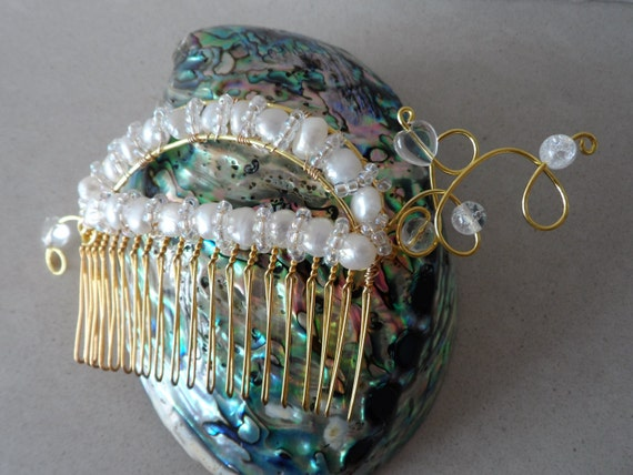 Gold Hair Comb with Cream Cultured Pearls, Clear Quartz and Crystals, Gift for Her, Mothers Day,  Healing Crystal, June Birthstone, Wedding