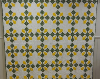 Bright Homemade Vintage Country Quilt Unique Pattern Excellent Condition.