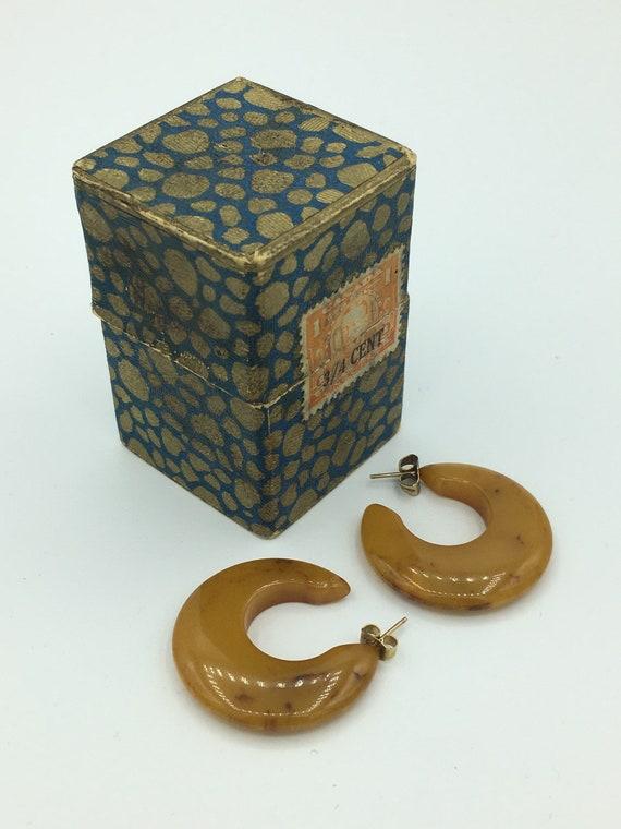 Vintage 1930s Custard Marbled Bakelite Pierced Thi