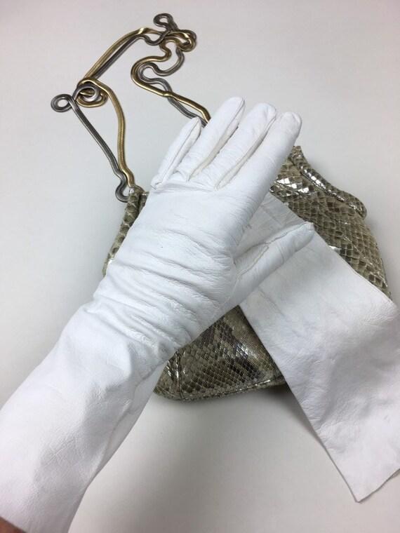vintage 1940s White Kid Leather French Gloves / vi